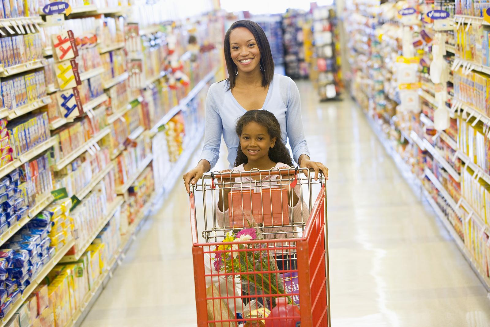 bigstock woman and child pushing trolle 3915505 10 TIPS untuk Anak yang Memilih Makan atau Picky Eaters. MealShake Shaklee sebagai Alternatif.